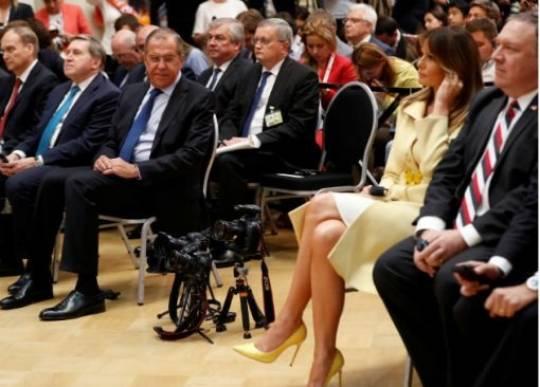 Melanyanın ayaqları mətbuat konfransında şorgöz Lavrovun
