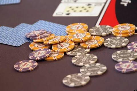 Играть за деньги или довольствоваться виртуальными монетами?