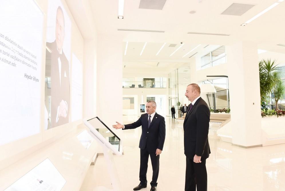 Prezident İlham Əliyev paytaxtın Bakıxanov qəsəbəsində Gənclər Mərkəzinin açılışında iştirak edib