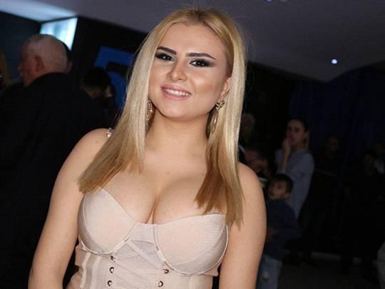 Azərbaycanlı aktrisanın başında butulka sındırdılar - ŞOK VİDEO