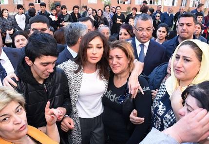 Mehriban xanımın insanlarla bu səmimi fotoları... - Deputat