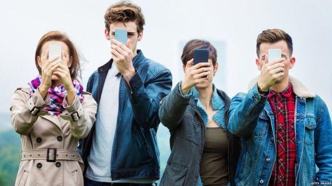 Hər dörd yeniyetmədən birində smartfon asılılığı var