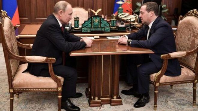 Rusiyada hökumətin istefası: Putin nə etmək istəyir?