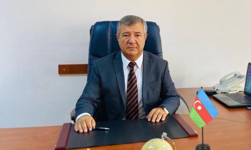 "Direktor Akif Cahangirovun ""8 Mart"" təbriki"