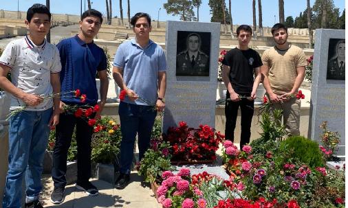 Bakı Texniki Kollecinin  tələbələri GENERAL MAYOR POLAD HƏŞİMOVUN məzarını ziyarət etdilər.